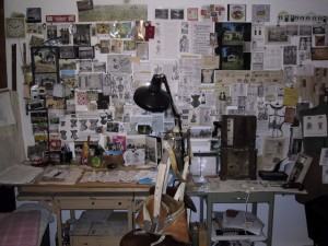 studio-desk-wall-artist-tamar-stone