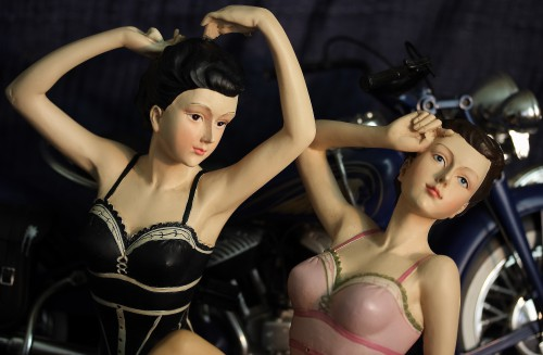 rose et noir pinup figure photography